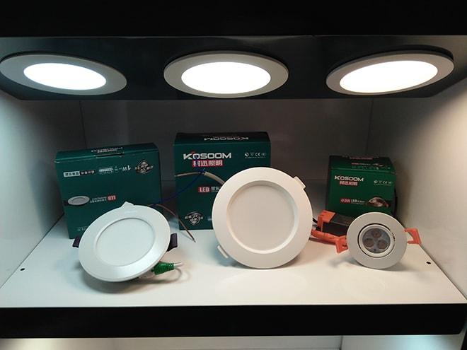 Đèn LED chiếu sáng xuống không gian nội thất nhà bạn